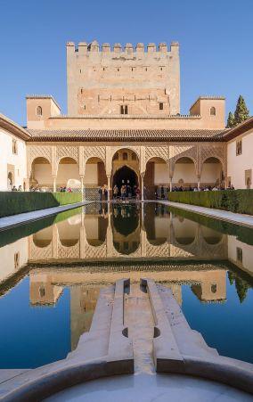Patio_de_los_Arrayanes_Alhambra_03_2014.jpg