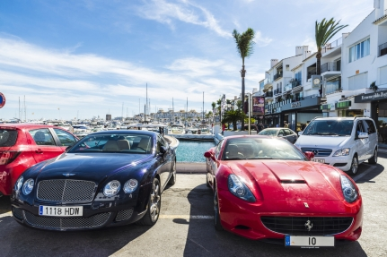 Sporting-cars-in-puerto-banús-2